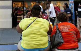 Obesity tied to trouble moving around for elderly women